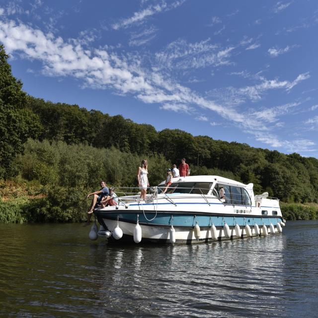 Croisiere sur la Mayenne en bateau habitable