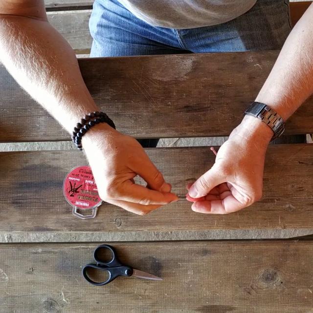 Etape 10 Faire Glisser Le Leurre Jusqu'au Coude De L Hameçon Tuto Pêche Montage Texan