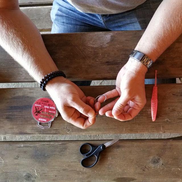 Etape 6 Avec La Boucle Faire Un Noeud Simple Sans Le Serrer Tuto Pêche Montage Texan