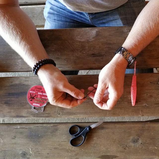 Etape 7 Passer L Hameçon Dans La Boucle Et Serrer Tuto Pêche Montage Texan