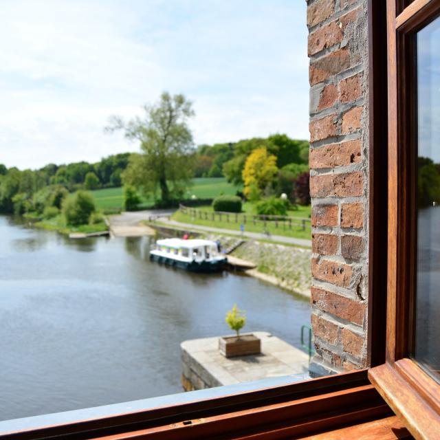 Fenêtre sir la Mayenne Chambres D Hotes Le Moulin De Neuville La Mayenne (riviere) Saint Sulpice
