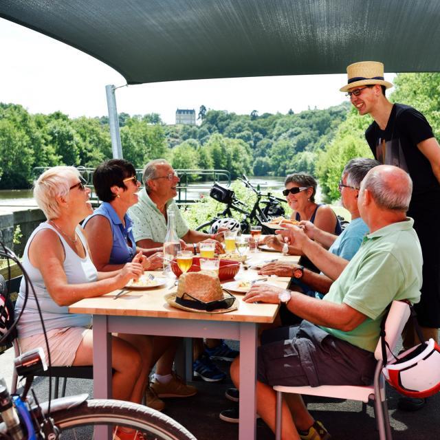 Restaurant Le Beyel Velo Francette La Mayenne (riviere) Origne Cp Pascal Beltrami Mayenne Tourisme 1920px