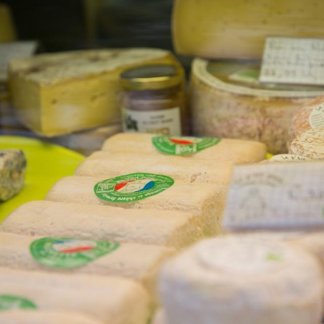 Fromages - marché de Mayenne