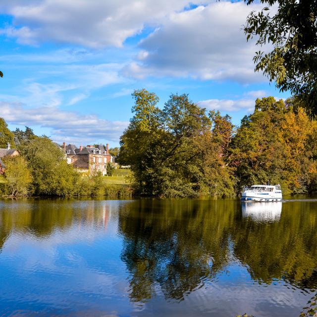 Riviere La Mayenne Houssay Cp Emilie D Mayennne Tourisme