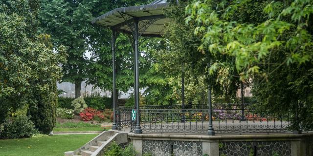 Kiosque Parc Du Chateau De Mayenne Mayenne (ville) Cp Sarah Veysseyre 1920px