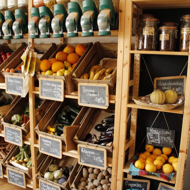 Atelier De Fabrication De Produits Cosmetiques Et Menagers Au Comptoir Pre En Pail Saint Samson Cp Mayenne Tourisme 1920px