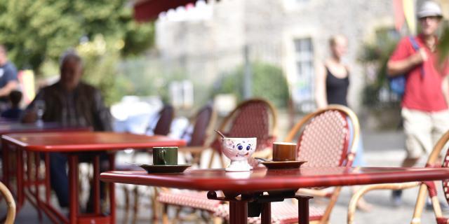 Terrasse Cafe Sainte Suzanne Chammes Cp Pascal Beltrami Mayenne Tourisme 1920px