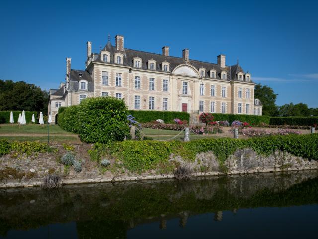 Chateau De Magnanne Menil Cp Pascal Beltrami Mayenne Tourisme 1920px