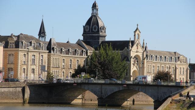 Chateau Gontier La Mayenne (riviere) Chateau Gontier Cp Mayenne Tourisme 1920px