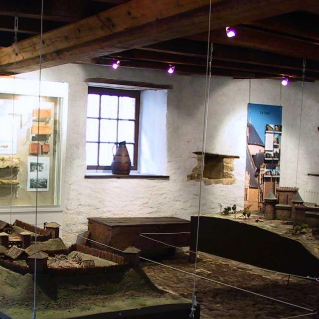 Musee De L Auditoire A Sainte Suzanne Sainte Suzanne Chammes Cp Mayenne Tourisme
