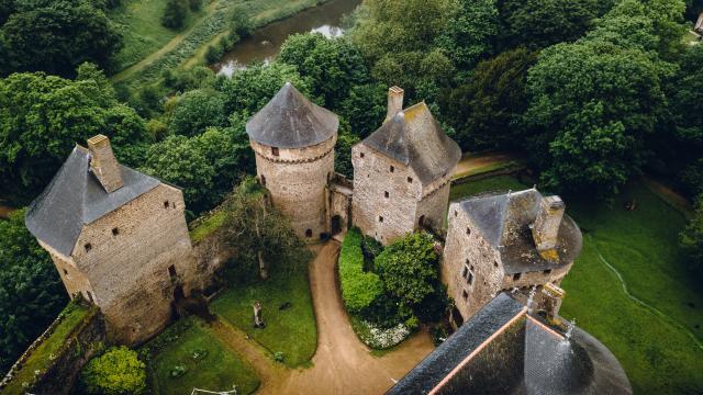 Chateau De Lassay Lassay Les Chateaux Cp French Wanderers