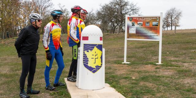 Cyclotouristes à Madonne et Lamerey