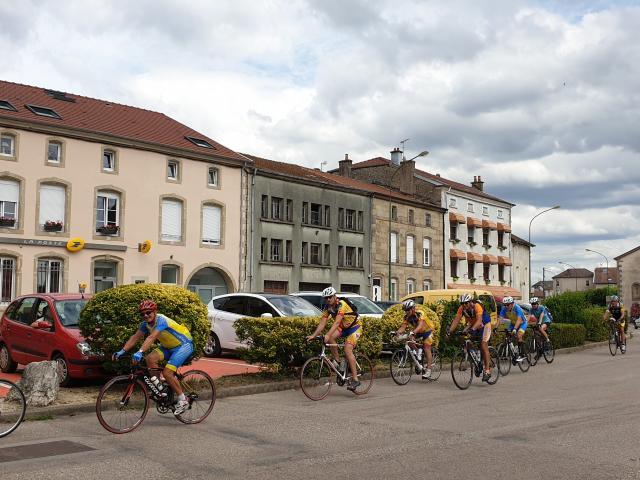 Cyclotouristes à Dompaire