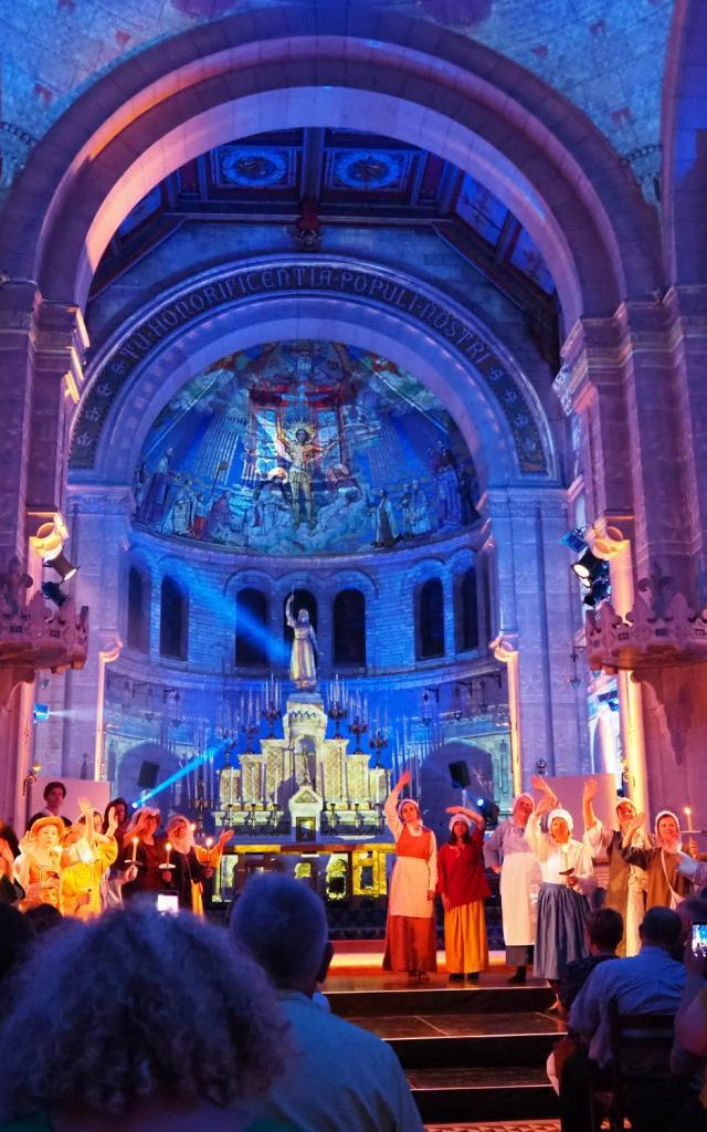 Vue du spectacle son & lumière Jeanne d'Arc à la Basilique Sainte-Jeanne d'Arc