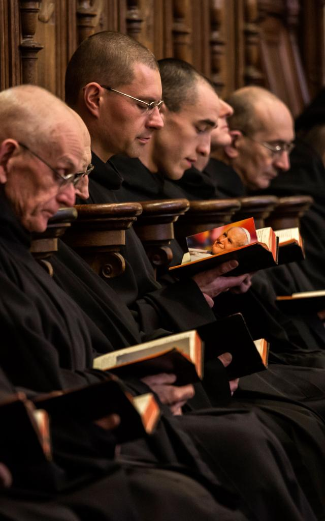 abbaye-de-solesmes-prires-des-moines.jpg