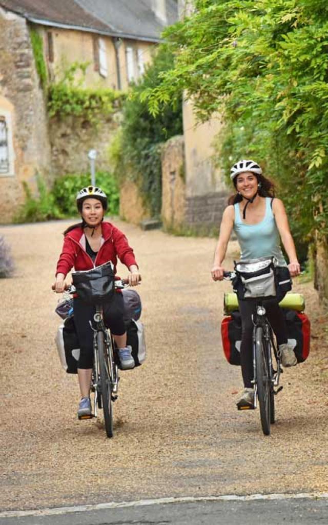Asnières-sur-Vègre- village médiéval -ruelle vélo