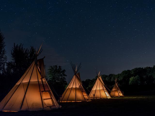 Brûlon-Les Tipis du bonheur de Vivre - Camp La nuit