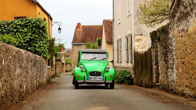 Suzette 2CV à Asnières-sur-Vègre
