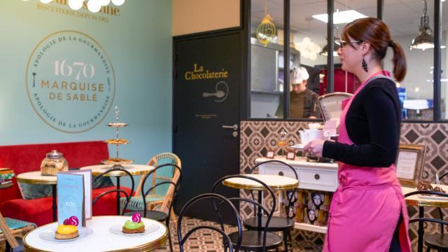 Salon de thé de la Biscuiterie La Sablésienne à Sablé-sur-Sarthe
