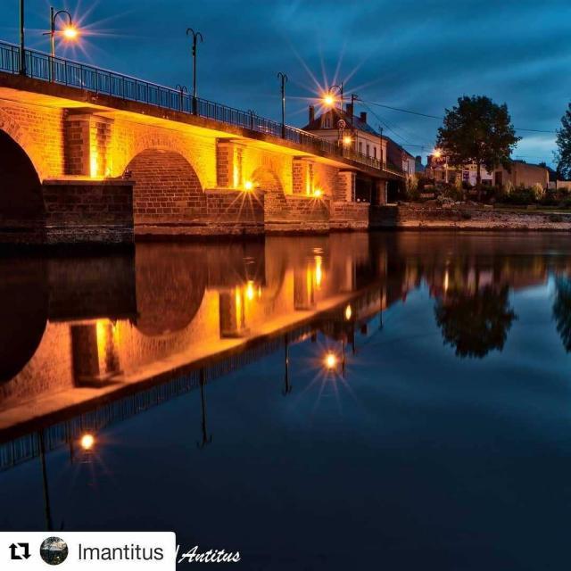 Pont surplombant la rivière Sarthe à La Suze-sur-Sarthe