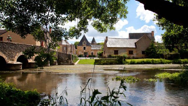 Asnières-sur-Vègre, petite cité de caractère médiévale en Vallée de la Sarthe