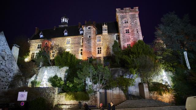 chateau-des-ducs-de-bourbon-montlucon-nocturne-01