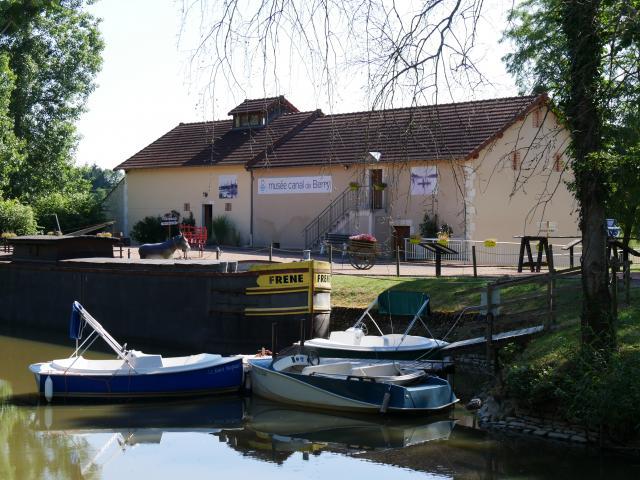 musee-canal-de-berry-audes-06
