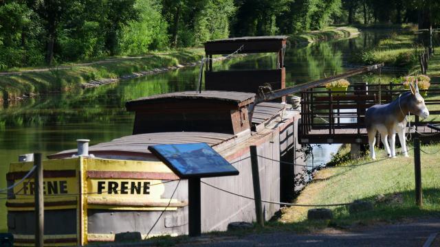 musee-canal-de-berry-audes-04