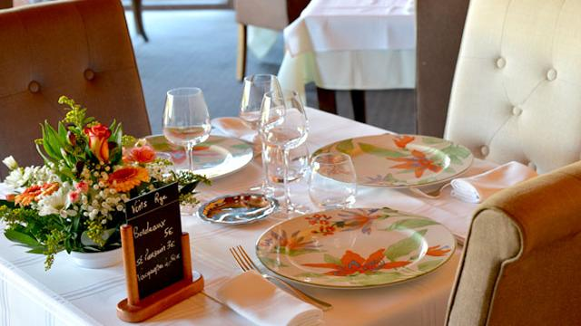 table-restaurant-gastronomique-le-lion-d-or-estivareilles-01
