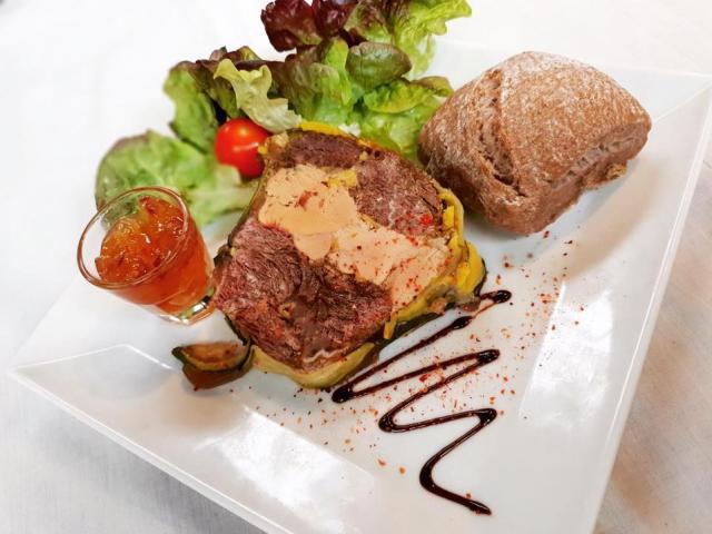 presse-de-joue-de-bœuf-au-foie-gras-maison-et-sa-confiture-de-coing-restaurant-l-orangerie-saint-victor-01
