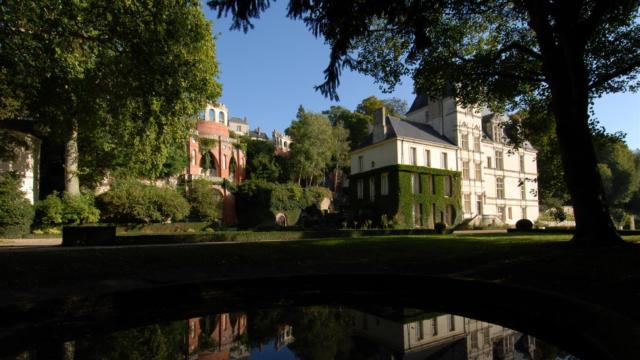 Chateau De Poncé Sur Le Loir (1)
