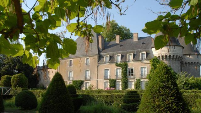 Château Bazouges sur Le Loir