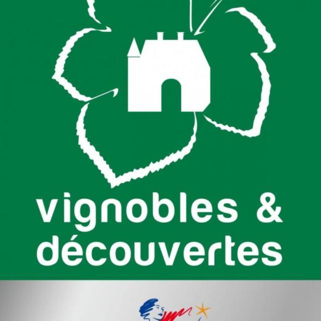 Logo Vignoblesetdecouvertes Web E1555319722830 1920x2453