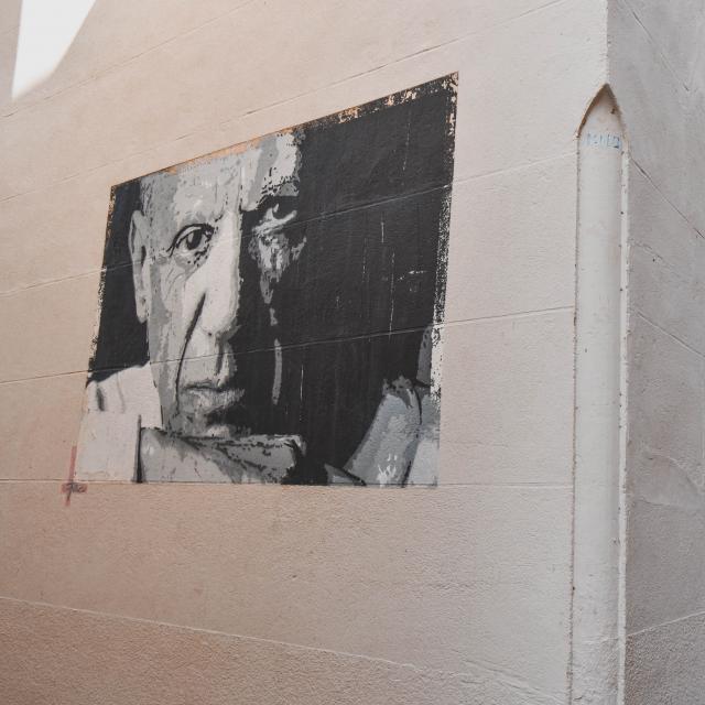 Portrait de Picasso dans la rue du commerce