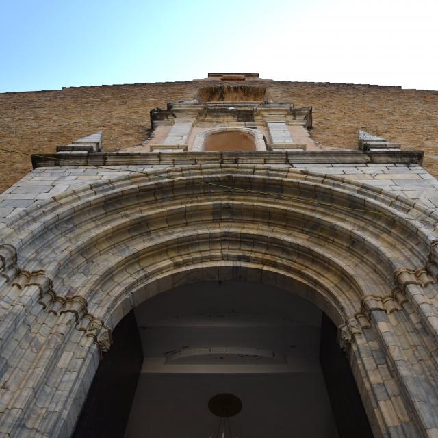 Porte de l'église de Céret