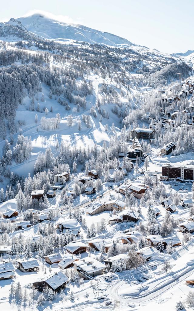 Vue panoramique de Vars les Claux sous la neige
