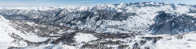 Panorama du domaine skiable de vars et ses villages