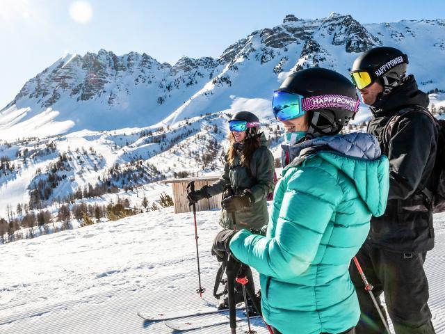Ski entre amis au pied de l'Eyssina