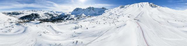 Domaine skiable de Vars avec les majestueuses crêtes de l'Eyssina, de Chabrières et la piste de ski de vitesse