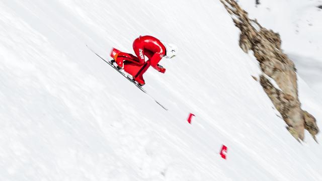 Snowboard de vitesse sur la piste de Chabrières