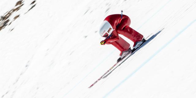 Skieur de vitesse sur la piste de Chabrières, la piste la plus rapide du monde