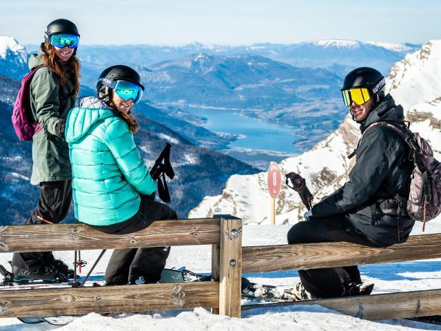 Ski en altitude avec une vue splendide sur le lac de Serre Ponçon