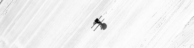Skieur de vitesse sur la piste la plus rapide du monde