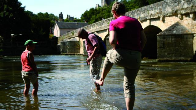 Pause rafraîchissante dans le Loir à Lavardin