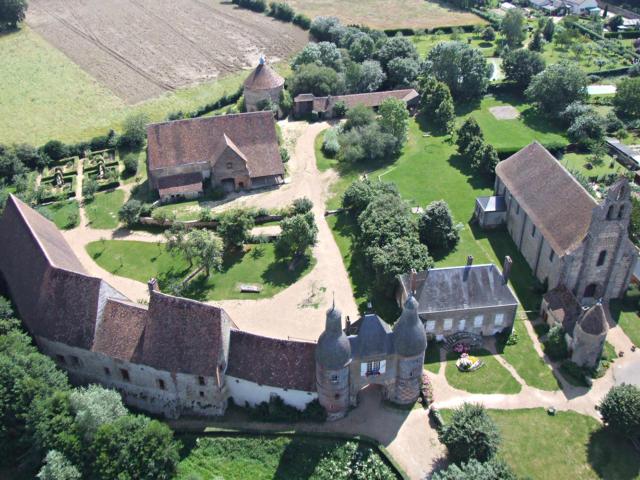 Vue aérienne de la Commanderie templière d'Arville