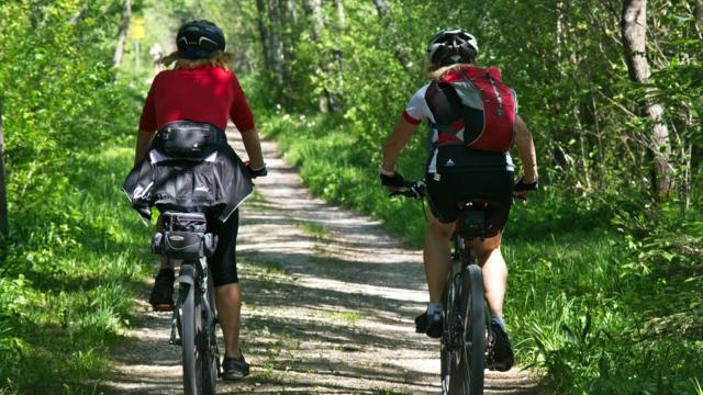 Cyclistes sur des chemins en Vallée du Loir