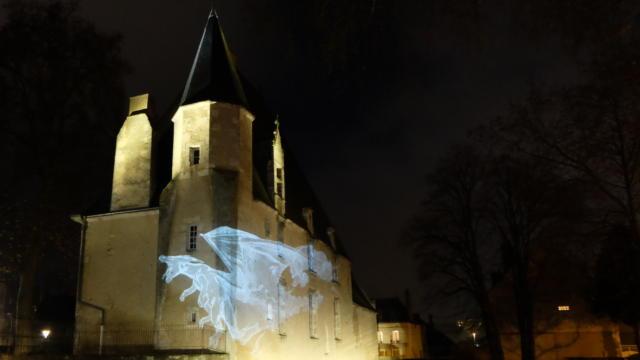 Hôtel du Saillant Vendôme dragon sur la façade