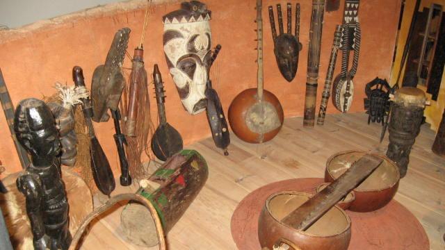 Exposition d'instruments de musique à Musikenfête
