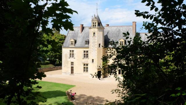 Vue plongée sur la Maison natale de Ronsard à Couture-sur-Loir / Vallée de Ronsard