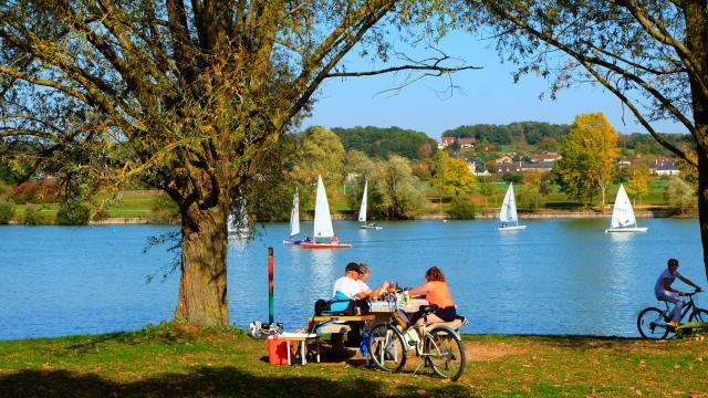 Pause pique-nique au bord du plan d'eau de Villiers-sur-Loir